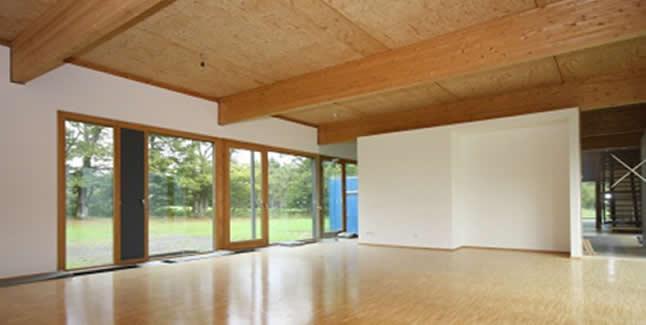 https://www.immobilienkontor-aachen.de/immobilienangebote.xhtml?id[obj0]=1349###Werden Sie Ihren Kunden, Ihren Mitarbeitern und sich selbst mit einer repräsentativen Büroeinheit mit ca. 440 m² gerecht.  Diese besondere, 1997 erbaute Immobilie hat enormes Potential: architektonisches Schmuckstück,, hervorragend ausgestattet, energetisch interessant, hoher Nutzwert ! Viel Holz - viel Glas - viel Tageslicht !  - mehr als 440 m² Fläche, aufteilbar in Büros unterschiedlicher Größe - flexibel kombinierbar  - ca. 3.000m² großes, zweiseitig von Wiesen und Weiden  umgebenes Grundstück - mit zusätzlicher Bauoption - 9 Parkplätze vor dem Haus - ca. 240m² Bürofläche je Ebene - Anforderungen an eine gewerbliche Nutzung umfänglich erfüllt Teil-/Untervermietung zur Generierung eines zusätzlichen Mietertrags denkbar und technisch leicht umsetzbar.  Ideal geeignet für eine breite Spanne von  Nutzungmöglichkeiten: vom Dentallabor, über das Ingenierbüro, die Anwaltskanzlei, das Steuerberaterbüro bis hin zu Dienstleistungsunternehmen unterschiedlichster Branchen, Ateliers, soziale Einrichtungen, Verwaltungseinrichtungen, Ausstellungen etc. etc.  Der Charme des Objekts sorgt wie selbstverständlich für ein angenehmes Arbeitsgefühl.  Ernsthaften Interessenten stellen wir dieses außergewöhnliche Objekt gern persönlich in einer Ortsbesichtigung vor. Terminabsprachen bitte unter 0241 4631 4545.