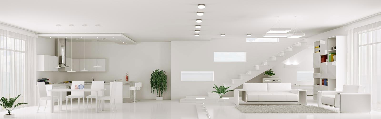 Weißes Wohnzimmer und Esszimmer