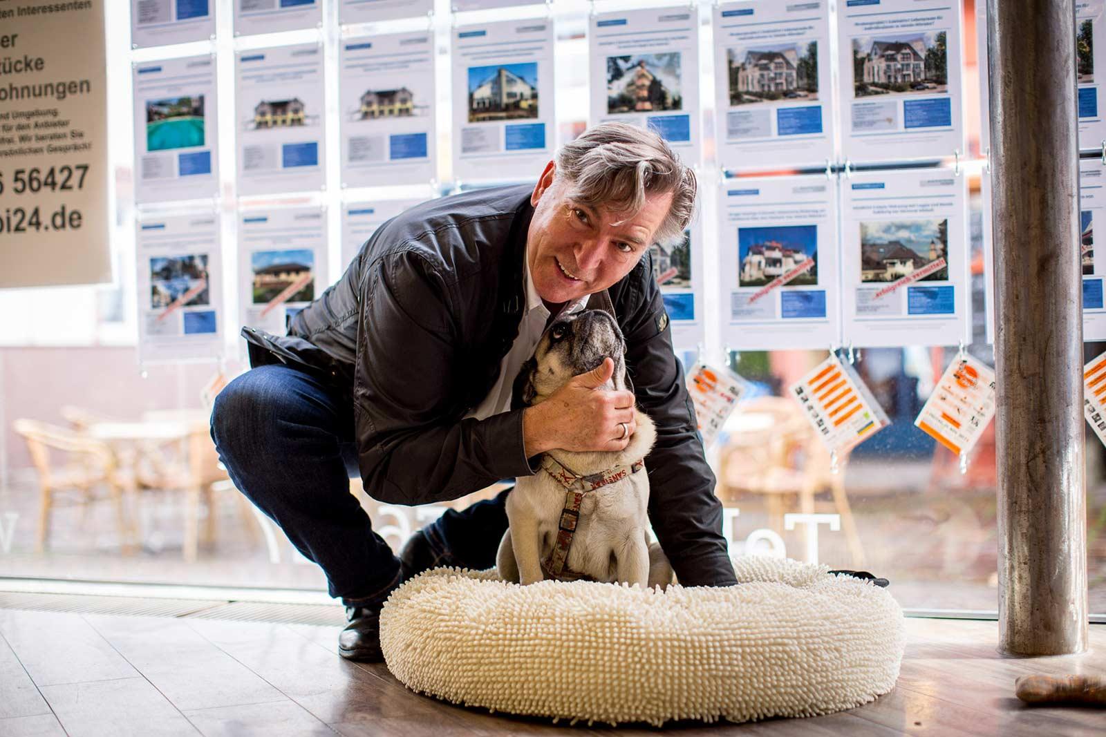 Herr Brandt mit Hund