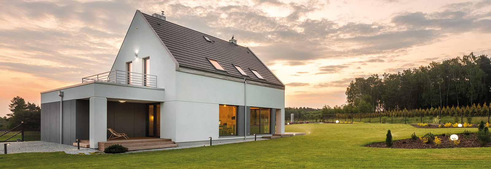 Einfamilienhaus beim Sonnenuntergang