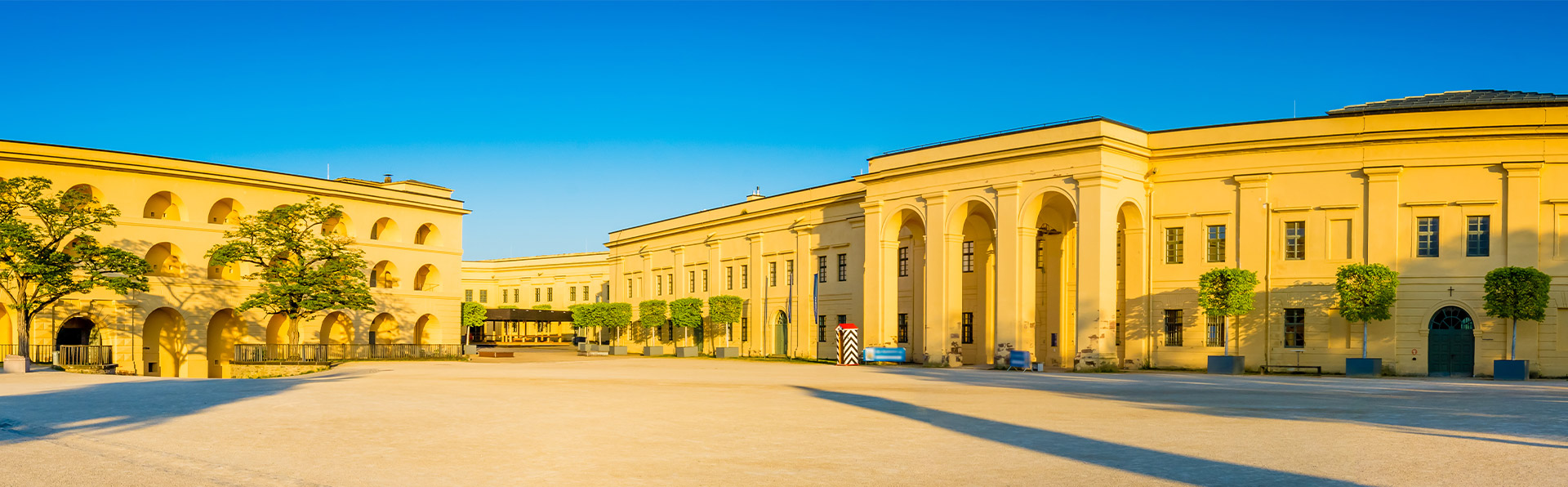 Großes öffentliches Gebäude